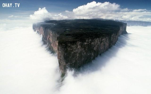 Núi Roraima trên biên giới của Brazil, Venezuela và Guyana,ảnh thiên nhiên đẹp,ảnh thiên nhiên rực rỡ sắc màu,ảnh đẹp