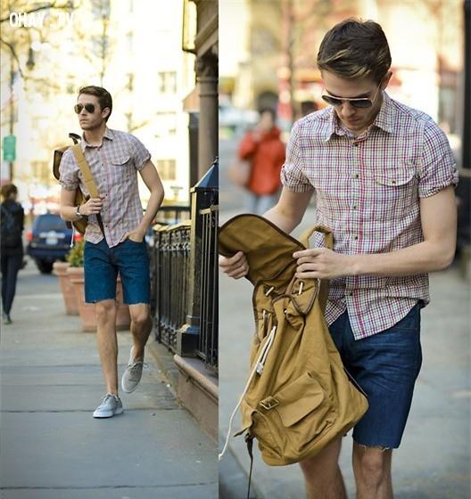 Đơn giản nhưng chỉ bằng hai màu tươi sáng của áo kẻ caro hồng trắng và quần lửng bò màu xanh đã khiến bạn trông thật trẻ trung và năng động.,nam thần,thời trai,thời trang nam,mặc đẹp