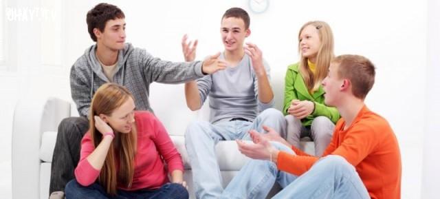 Bạn kể một câu chuyện cười với lũ bạn và chỉ mình bạn cười trong khi lũ bạn chẳng hiểu bạn nói gì,xấu hổ,những tình huống khó đỡ