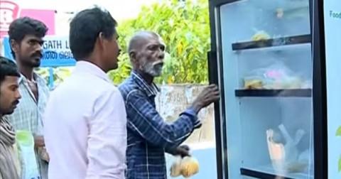 Câu chuyện nhân văn: Nhà hàng Ấn Độ đặt tủ lạnh trên đường để giúp những người bị đói