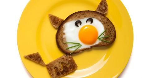 Sáng tạo với quả trứng và bánh mì: Đảm bảo con bạn sẽ chẳng còn lười ăn