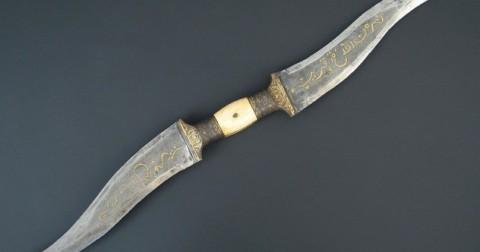 10 vũ khí cổ đại ngầu nhất thế giới