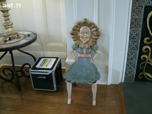ghế mặt hoa Hướng Dương 'cười',ghế ngồi,ghế ngồi kinh dị