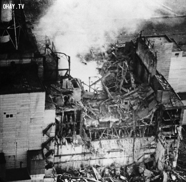 Các lò phản ứng Chernobyl sau vụ nổ, ngày 26 tháng tư năm 1986.,thảm họa chernobyl,nhà máy nguyên tử,khám phá