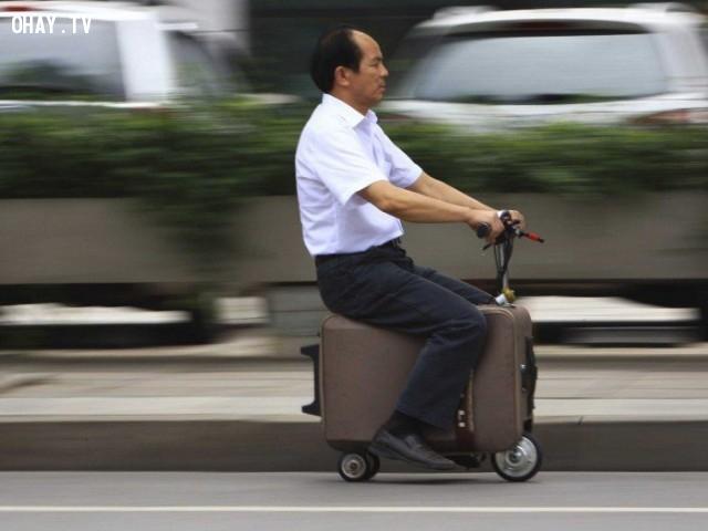 Va-li trở thành chiếc xe mi-ni rất thuận tiện di chuyển.,phát minh tương lai,sản phẩm độc đáo,những điều thú vị trong cuộc sống