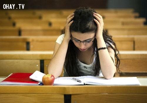 9. Học sinh các trường trung học có cùng mức độ lo lắng trung bình như các bệnh nhân tâm thần trong những năm 1950.,sự thật thú vị,những điều thú vị trong cuộc sống,tâm lý học