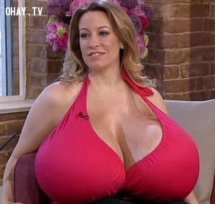 6. Lại thêm một quý cô với bộ ngực khổng lồ nữa nhé!,những người có hình dạng kì lạ,những người dị nhất,những người khó tin nhưng có thật,những người có hình dạng dị nhất