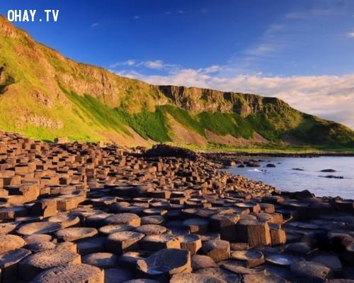 4. Giants Causeway nằm ở quận Antrim, thuộc bờ biển phía Đông Bắc của Bắc Ireland. ,địa điểm tuyệt đẹp,địa điểm tuyệt đẹp ngỡ như chỉ có trong mơ,cảnh đẹp,ảnh đẹp,cảnh đẹp hùng vĩ,cảnh đẹp như mơ,khám phá thú vị