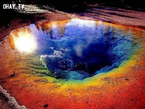 5. Suối nước nóng lớn Grand Prismatic tại Mỹ,địa điểm tuyệt đẹp,địa điểm tuyệt đẹp ngỡ như chỉ có trong mơ,cảnh đẹp,ảnh đẹp,cảnh đẹp hùng vĩ,cảnh đẹp như mơ,khám phá thú vị