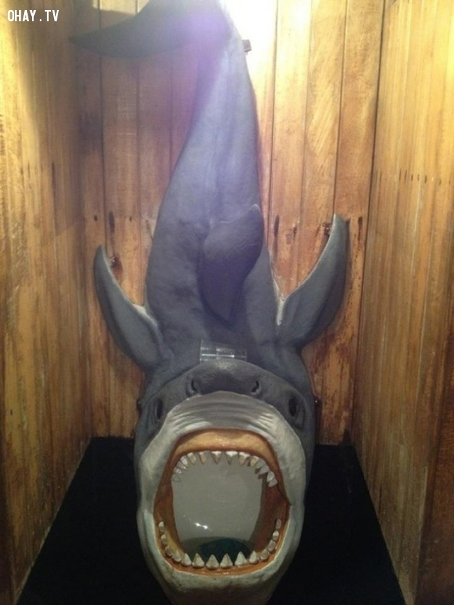 Cá mập ư? Không đâu, đó chỉ là thiết kế bồn tiểu để hù dọa bạn thôi!,Hài hước,Thế giới