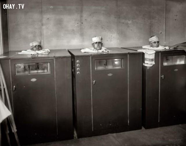 Vật lý trị liệu vào năm 1920 đã được thực hiện một chút khác nhau. Các bệnh nhân trông giống như một đầu bếp trong lò.,hình ảnh đáng sợ,khám phá,hình ảnh y khoa
