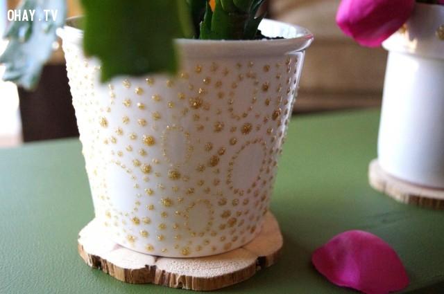 Sơn puffy rất thích hợp để trang trí các loại chậu đất nung. Nó mang lại kết cấu giúp bạn tạo kiểu, thiết kế dễ dàng hơn rất nhiều.,chậu hoa đẹp,mẹo vặt,trang trí chậu hoa