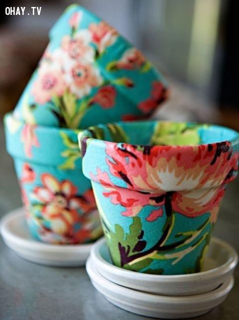 Dùng màu nước vẽ những hoa văn đẹp lên chậu cũng là ý tưởng rất tuyệt.,chậu hoa đẹp,mẹo vặt,trang trí chậu hoa