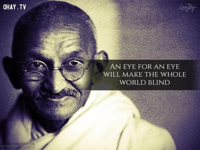 """2. """"Một mắt đền một mắt"""" sẽ khiến cả thế giới mù lòa.,trích dẫn hay,trích dẫn truyền cảm hứng,Mahatma Gandhi,câu nói hay,sống ý nghĩa,sống tích cực,suy ngẫm"""