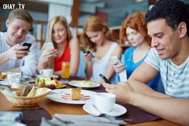 ,nghiện smartphone,nghiện điện thoại di động,dấu hiệu nghiện smartphone