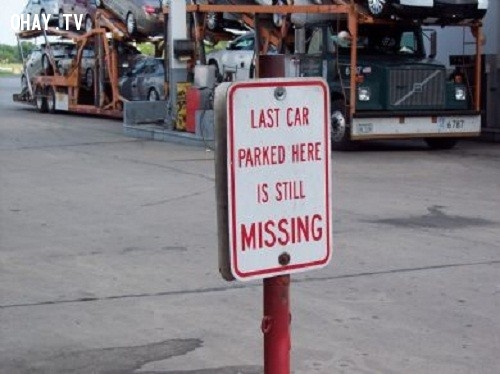 10. Biển cảnh báo: chiếc xe trước đỗ ở vị trí này  vẫn đang bị mất,ảnh hài hước,biển cấm