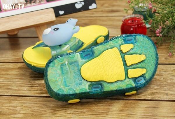 ,tác hại của giày dép phát ra âm thanh ánh sáng,sức khỏe của trẻ em,sai lầm của cha mẹ,an toàn cho bé,nguy hiểm sức khỏe,chọn giày dép an toàn cho trẻ