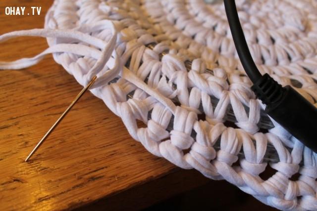 Bây giờ thì kết thúc mũi đan được rồi nhé!,cách móc thảm tròn,mẹo vặt,sản phẩm độc đáo,thảm phát sáng