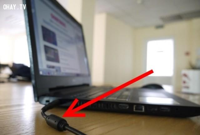 ,cuộn cảm ferrite,hoặc ferit,giảm nhiễu,laptop