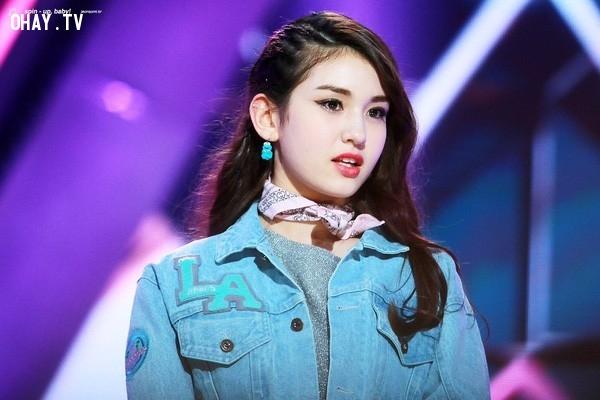 3. Jeon Somi,Chaeyeon,Somi,YooJung