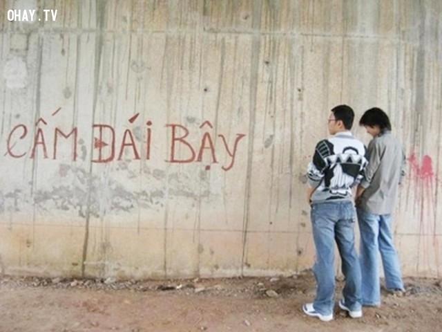 Tiểu tiện bừa bãi,du lịch,người Việt,Việt Nam,thói quen xấu,hành động xấu