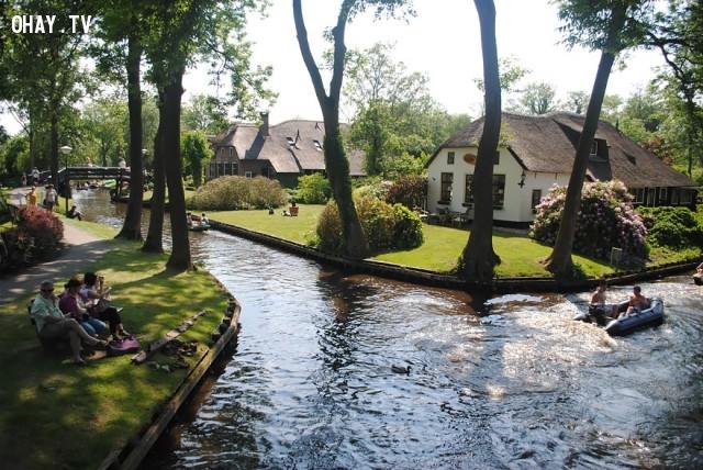 Ngôi làng có hơn 176 cây cầu...,làng cổ tích,ngôi làng kỳ diệu,Làng Giethoorn,những điều thú vị trong cuộc sống