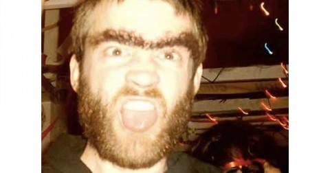 Top 10 kiểu lông mày hài nhất thế giới