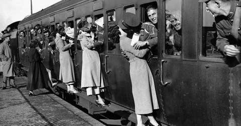 50+ ảnh lịch sử cảm động thể hiện tình yêu trong thời chiến