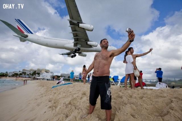 Máy bay sắp rơi! Không, có một đường băng máy bay ở đảo Caribbean nằm gần bãi biển.,ảnh không photoshop,ảnh kì lạ,khám phá