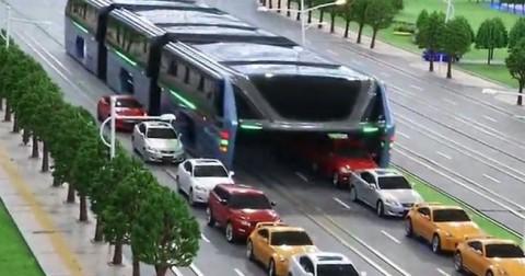 Không còn lo tắc đường với chiếc xe buýt này