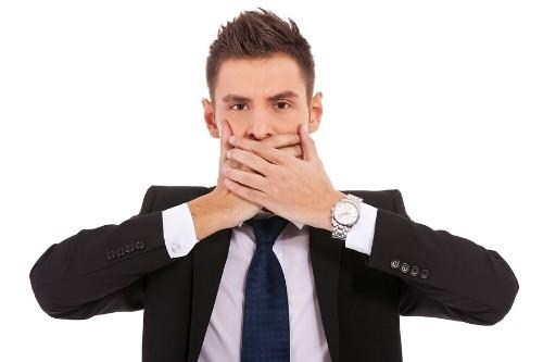 7. Gia tăng những cử chỉ tay trên khuôn mặt ,dấu hiệu nhận biết,kẻ nói dối,người nói dối,bắt thóp kẻ nói dối,mẹo vặt cuộc sống,mẹo vặt
