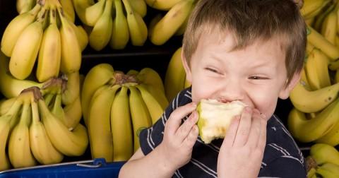 Hãy xem cách bạn ăn trái cây, nói lên điều gì về bạn?