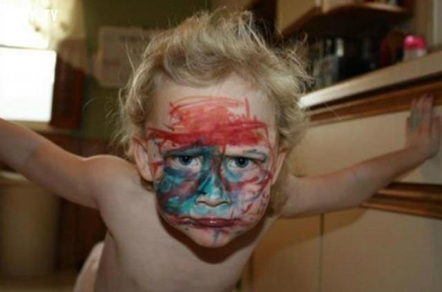 Mặt nạ siêu nhân,trẻ con,trò nghịch của trẻ