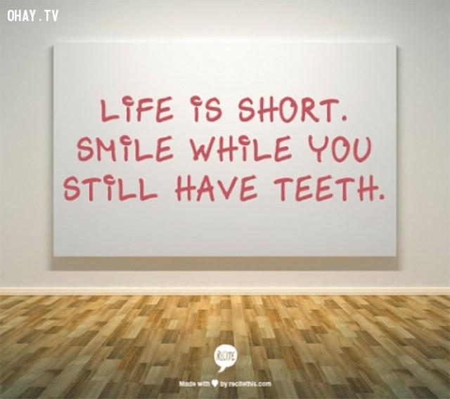 Cuộc sống rất ngắn. Hãy mỉm cười khi bạn vẫn còn có thể,Trích dẫn hay về cuộc sống