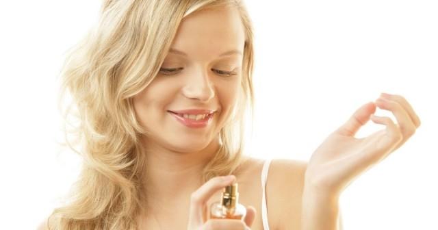 17. Nguyên tắc vàng khi sử dụng nước hoa là tiết chế. Nếu bạn vẫn có thể ngửi thấy mùi nước hoa của mình vào buổi tối thì tất cả mọi người đã mệt mỏi với nó.,quy tắc xã giao,phép tắc xã giao,nghi thức xã giao,xã giao,phép lịch sự