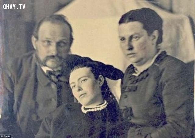 Chụp ảnh cho người quá cố dưới thời Nữ hoàng Victoria.,xác chết,kinh dị,khám phá