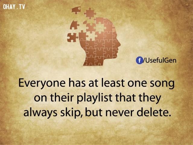 5. Mỗi người có ít nhất một bài hát trong danh sách nhạc của mình mà họ luôn bấm qua nhưng không bao giờ xóa bỏ.,tâm lý học,sự thật thú vị,những điều thú vị trong cuộc sống,khám phá,sự thật đáng kinh ngạc,phụ nữ