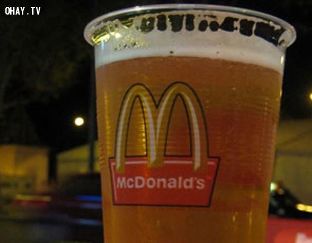 Tại châu Âu, rượu được phục vụ tại một số quán ăn , trường trung học và thậm chí của McDonal.,