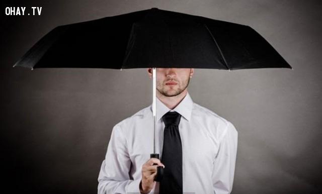 Mở ô trong nhà,Cầu cơ,gặp ma