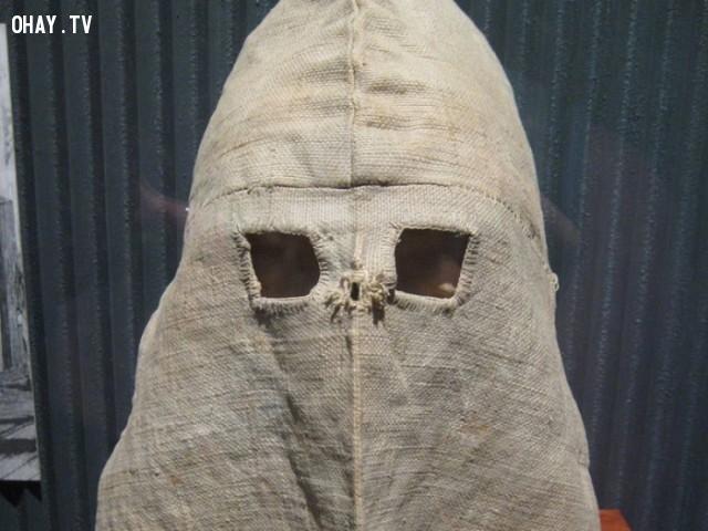 Mặt nạ này được cai ngục Úc dùng trong nửa sau của thế kỷ 19.,mặt nạ kỳ dị,khám phá,mặt nạ sắt