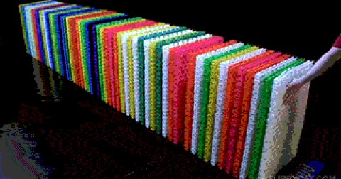 Những màn sụp đổ dây chuyền domino đẹp mắt