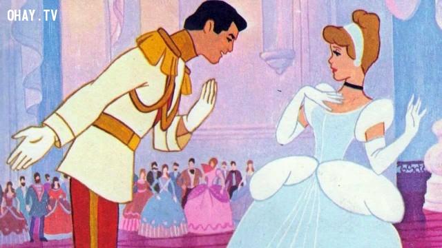 Cô bé Lọ Lem là nàng công chúa đầu tiên không thuộc dòng dõi hoàng gia, nhưng nàng đã tỏ ra là một trong những cô công chúa đẹp và quyến rũ nhất.,sự thật thú vị,những nàng công chúa Disney