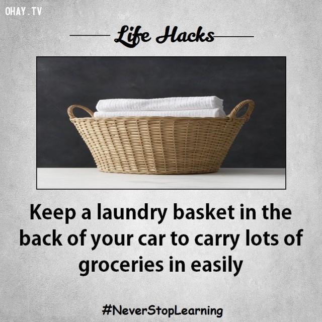 5. Đặt một giỏ đựng quần áo phía sau xe ô tô của bạn để có thể dễ dàng mang theo các loại tạp phẩm.,mẹo hay,mẹo vặt,mẹo vặt cuộc sống,mẹo hay bỏ túi,sống khỏe mạnh