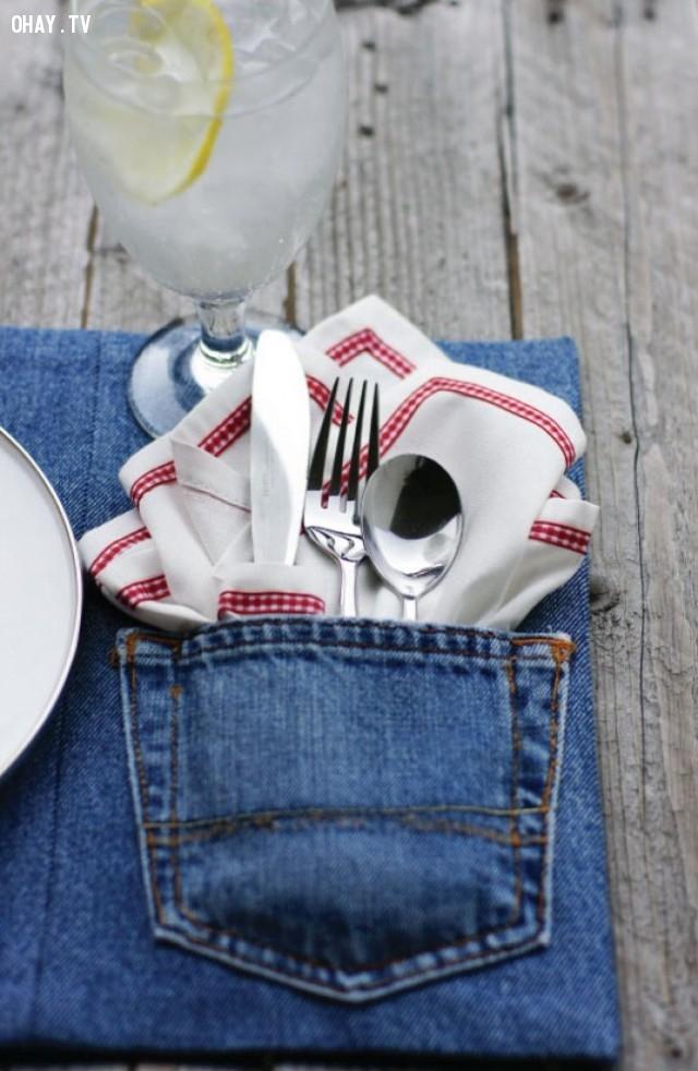 2. Tấm vải trải bàn ăn,DIY,sáng tạo,tận dụng quần bò cũ