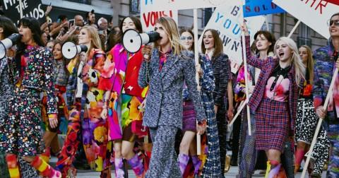 Điểm danh những sàn runway đẹp - độc - lạ bậc nhất của đế chế Chanel