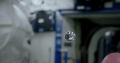 Khám phá những hoạt động kỳ lạ của nước và lửa trong không gian