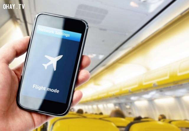 1. Điện thoại của bạn sẽ sạc nhanh hơn nếu để CHẾ ĐỘ MÁY BAY,