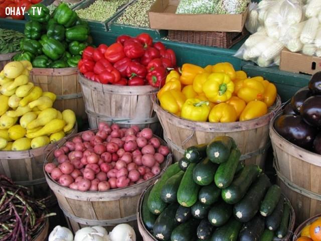 1. Không rửa rau quả trước khi cất,bảo quản thực phẩm,cách bảo quản rau quả,giữ rau quả tươi ngon,mẹo vặt hữu ích