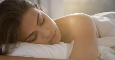 Tư thế ngủ tác động như thế nào đến sức khỏe và sắc đẹp của bạn