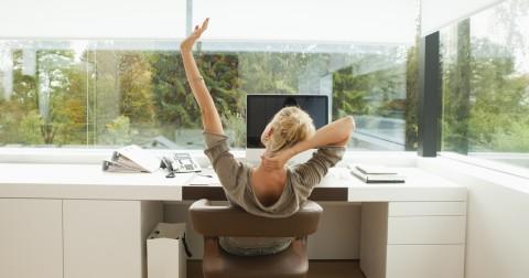 Giải tỏa mệt mỏi với Yoga văn phòng